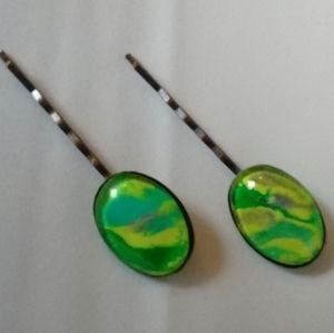 Yellow and green hair pin set